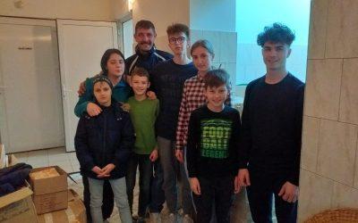 """Parohia """"Cuv. Ioan de la Prislop"""" din Marcellina a făcut daruri de sărbători mai multor familii nevoiașe din România"""