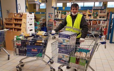Parohia Montecatini Terme continuă distribuția de alimente și produse de igienă familiilor aflate în dificultate!